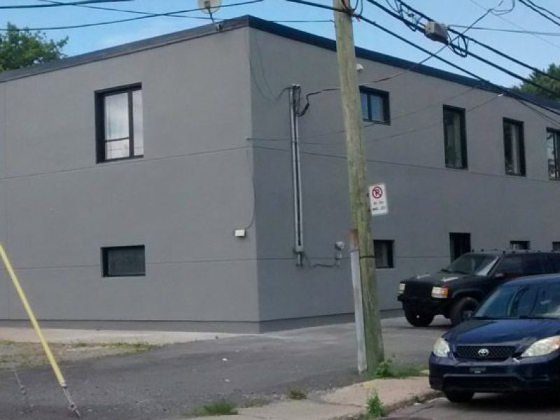 Resurfaçage commercial et institutionnel à Montréal
